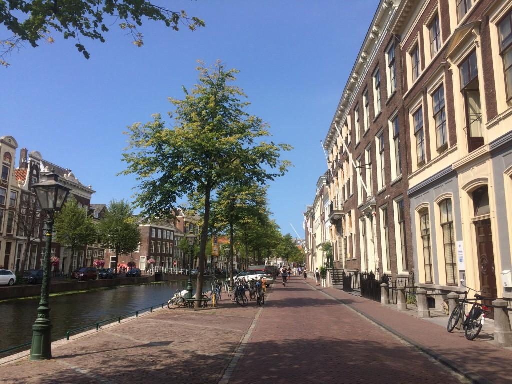 町中を運河が巡るライデン。博物館も運河沿いにあります。