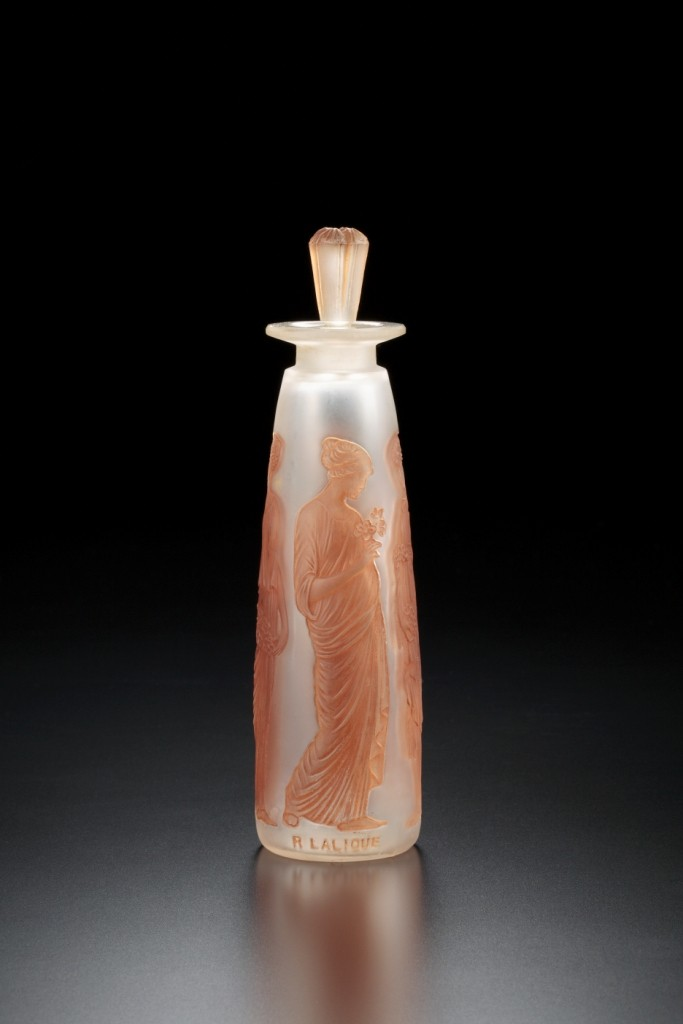 コティ社、《アンブル・アンティーク》 デザイン:ルネ・ラリック、1910年 艶消し透明ガラス、茶色パチネ、海の見える杜美術館所蔵