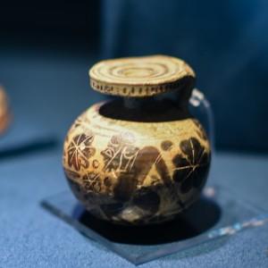 《アリュバロス》 ギリシャ、コリントス 前6 世紀 テラコッタ